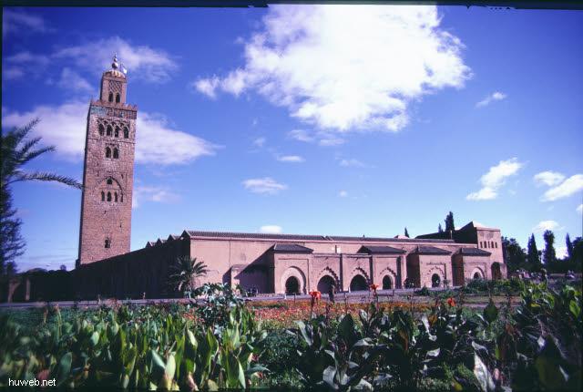 ae27_Kutubiya-Moschee_1153-1190,__69m_hoch_Marokko_27.12.85-5.1.86,_Marrakech.jpg