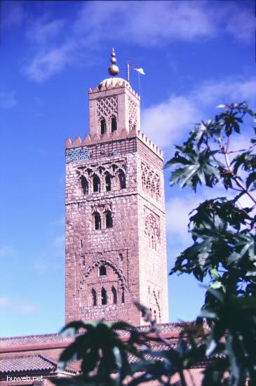ae28_Kutubiya-Moschee_1153-1190,__69m_hoch_Marokko_27.12.85-5.1.86,_Marrakech.jpg