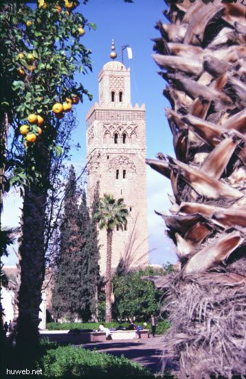 ae29_Kutubiya-Moschee_1153-1190,__69m_hoch_Marokko_27.12.85-5.1.86,_Marrakech.jpg