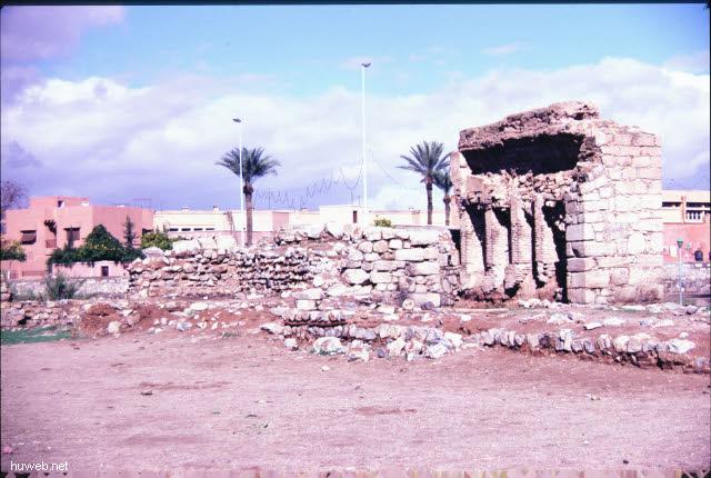ae30_palastruine_der__vorgaengerdynastie__(_almoraviden)_marokko_27.12.85-5.1.86,_marrakech.jpg