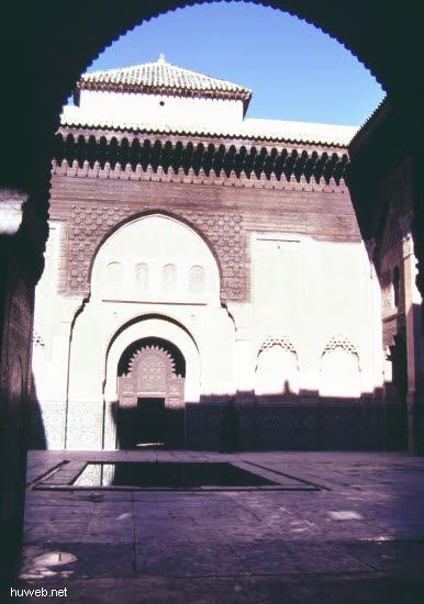 ae39_Ben-Jussef-Medresse,_12.Jhdt_Marokko_27.12.85-5.1.86,_Marrakech.jpg