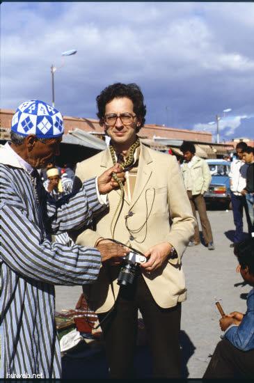 af12_Heinz_mit_Schlange_Marokko_27.12.85-5.1.86,_Marrakech.jpg