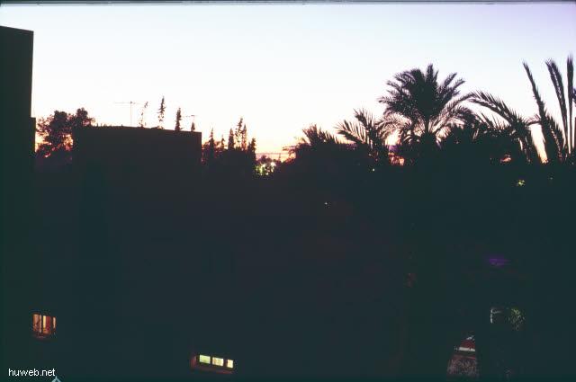 af16_Letzter_Abend_in_Marrakech_vom_Hotelfenster_aus_Marokko_27.12.85-5.1.86,_Marrakech.jpg